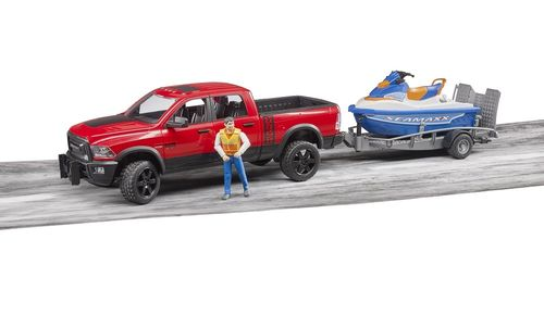 RAM 2500 Power Wagon mit Watercraft Boot